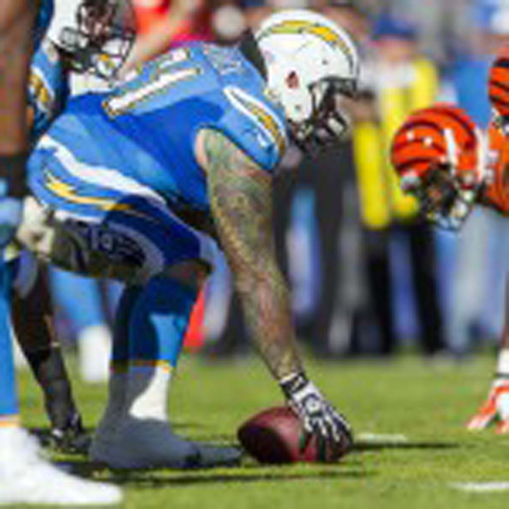 Chargers center Nick Hardwick readies to snap the ball during Sunday's game against the Cincinnati Bengals. Photo by Bill Reilly