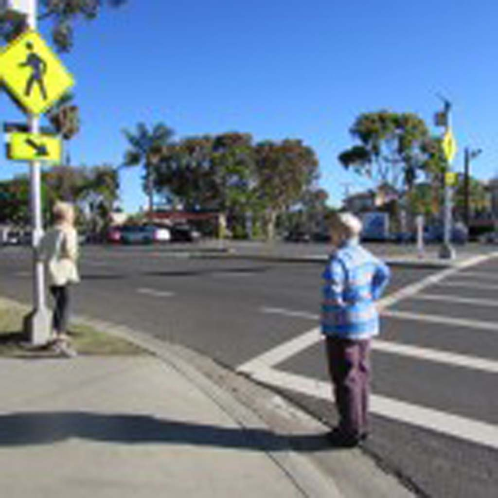 The rectangular rapid flashing beacon on Oak Avenue alerts drivers that pedestrians are trying to cross. Senior Traffic Engineer Doug Bilse said the sign was a pilot program to test drivers' reactions. No complaints have been received about the sign. Photo by Ellen Wright