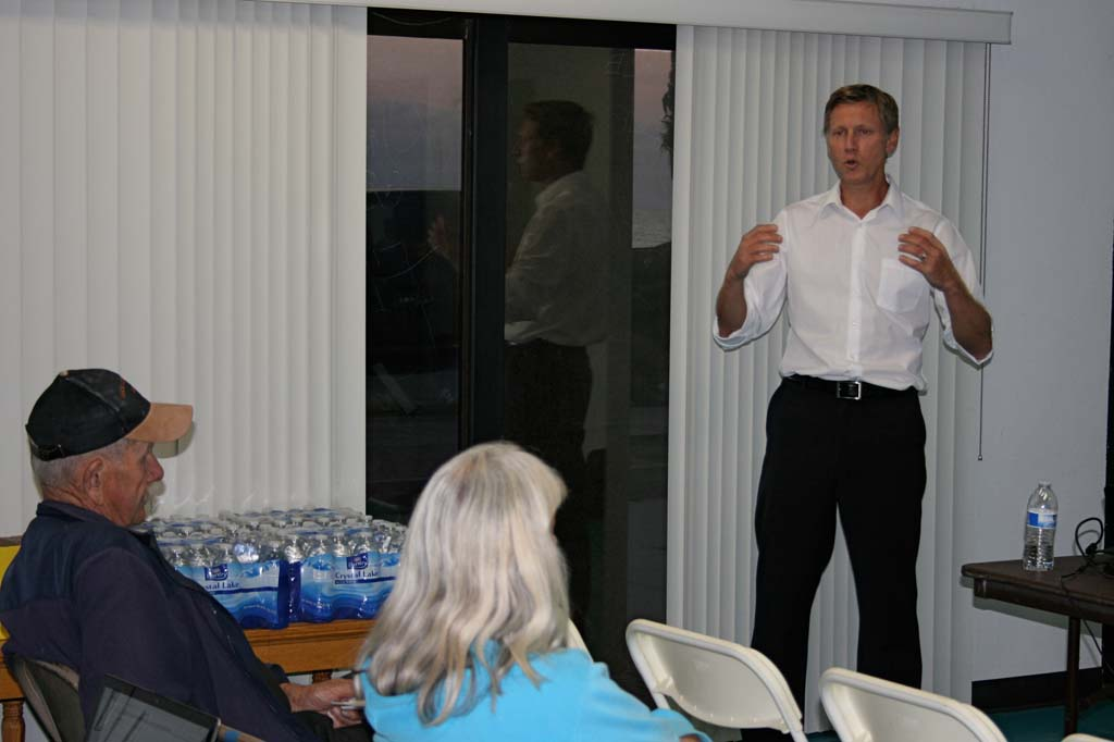 Russ Cunningham, city senior planner, shares survey and staff site study results. The workshop collected additional input on coastal parking. Photo by Promise Yee