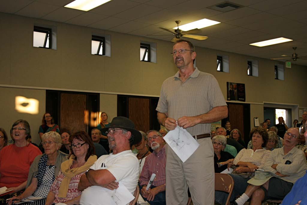 South Oceanside resident Leroy Wielenga objects to 25 feet flyovers. Many residents at the April 28 Caltrans meeting expressed the same concern. Photo by Promise Yee