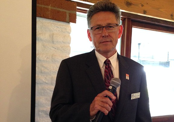 Santa Fe Irrigation District General Manager Mike Bardin hosts a Town Hall meeting in Rancho Sant Fe to address the need for water cutbacks in its service districts. Photo by Christina Macone-Greene
