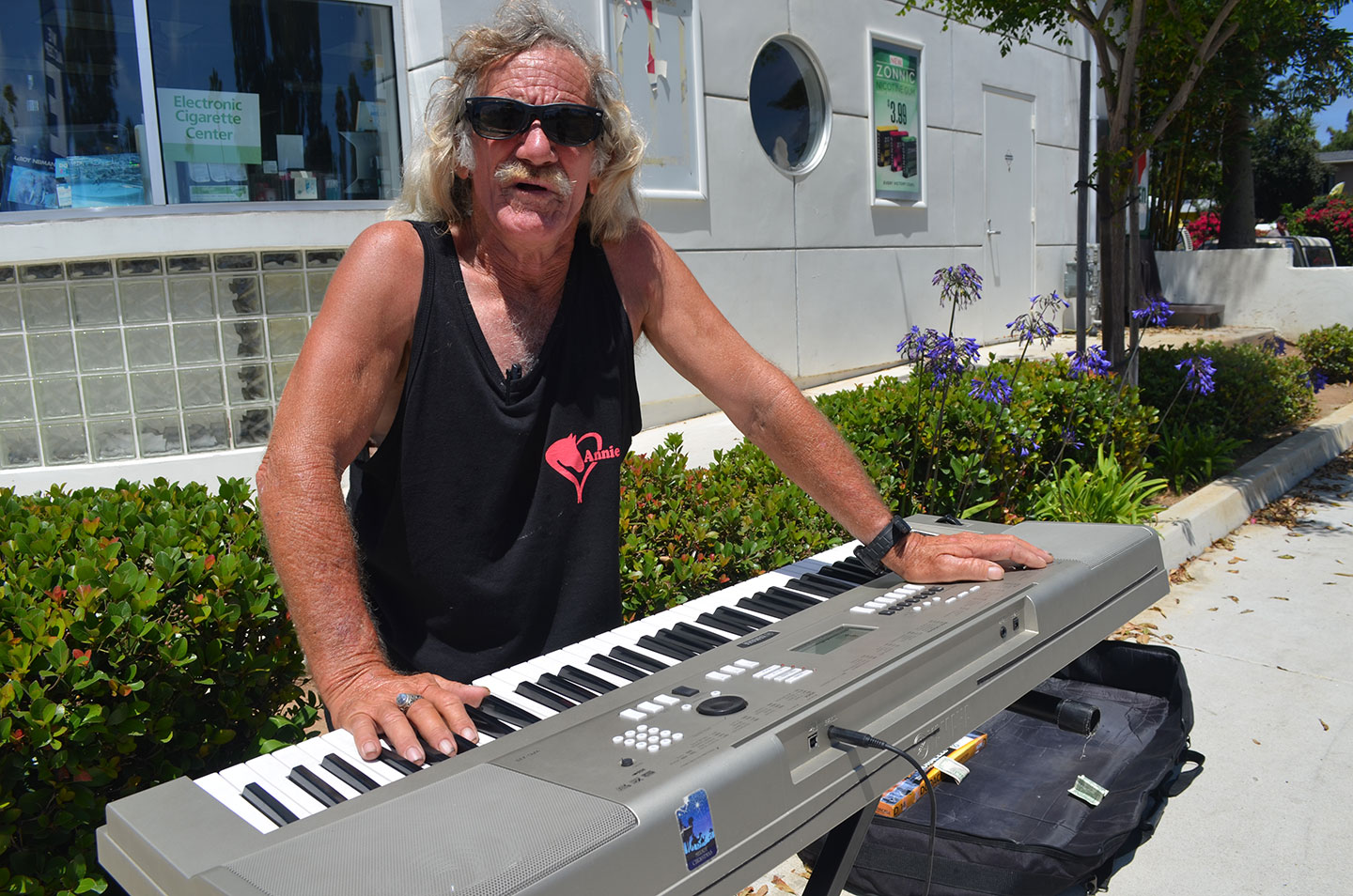 """Daniel """"Smitty"""" Zeke practices his battery-powered Yamaha keyboard out front of the 7-Eleven along Coast Highway 101 in Leucadia. Photo by Tony Cagala"""
