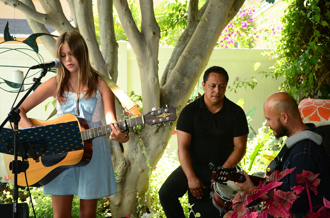 Singer Ella Shreiner performs with Jimmy Patton and Enrique Platas. Photo by Tony Cagala