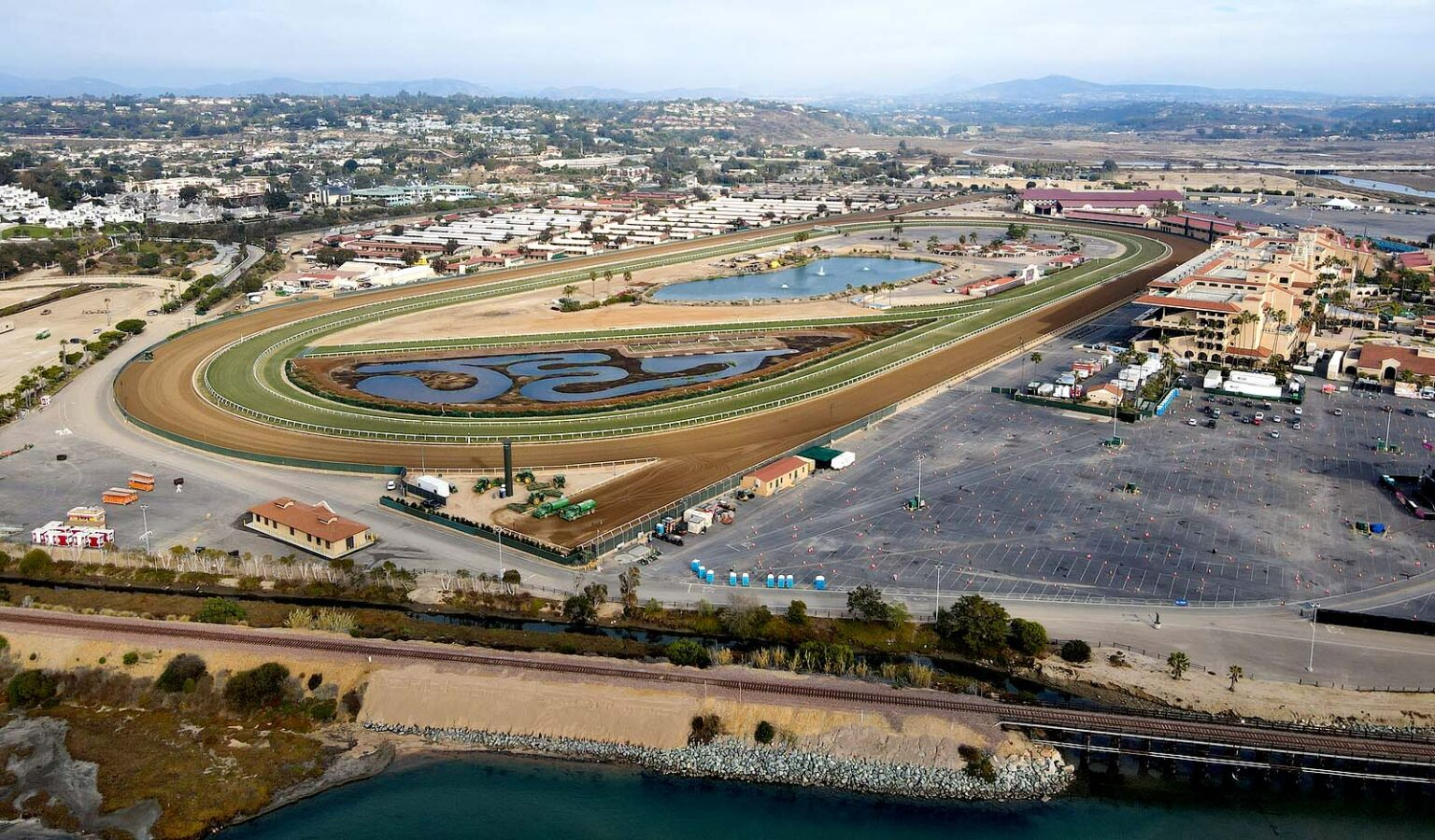 Breeders' Cup, planned for Del Mar, delays ticket sales due to COVID-19